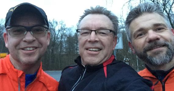 """Die Laufgruppe ist gestartet  Die """"Laufgruppe - Saisonvorbereitung"""" ist gestartet und hat gestern ihre ersten Runden gedreht. Drei Tennisbegeisterte haben trotz feuchter Umgebung ihre ersten Kilometer rund um den Priorteich absolviert."""